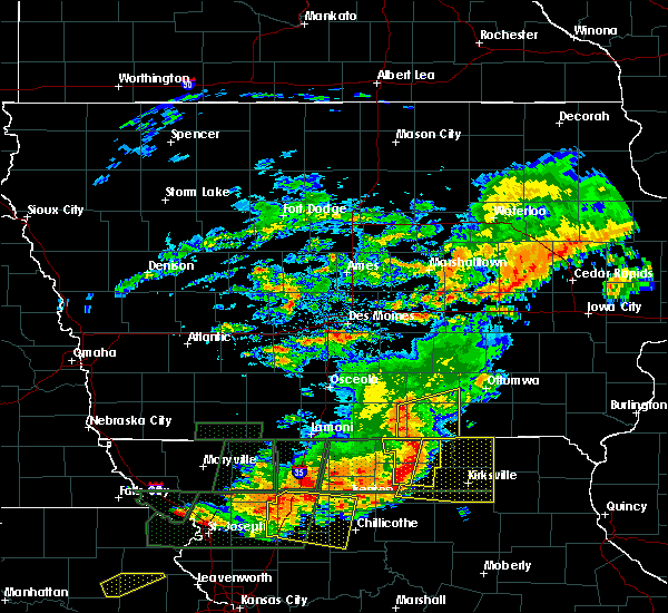 Radar Image for Severe Thunderstorms near Centerville, IA at 6/11/2015 8:04 PM CDT