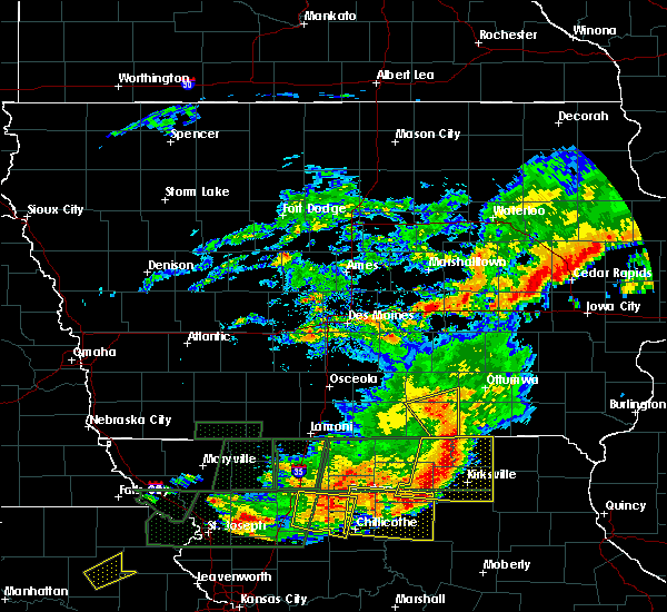Radar Image for Severe Thunderstorms near Blakesburg, IA at 6/11/2015 8:33 PM CDT