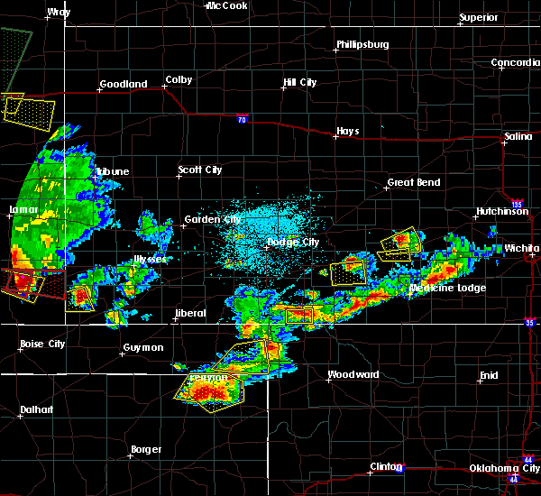 Radar Image for Severe Thunderstorms near Greensburg, KS at 6/11/2015 9:24 PM CDT