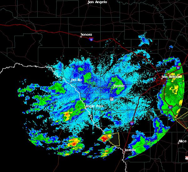 Radar Image for Severe Thunderstorms near Laredo, TX at 5/9/2019 10:06 PM CDT