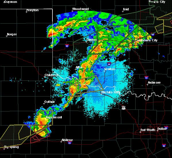 Radar Image for Severe Thunderstorms near Vernon, TX at 5/20/2019 9:28 PM CDT
