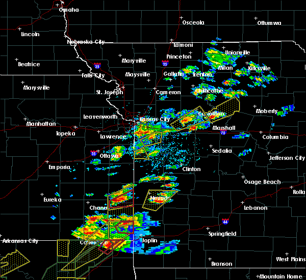Radar Image for Severe Thunderstorms near Blackburn, MO at 5/22/2019 7:10 PM CDT
