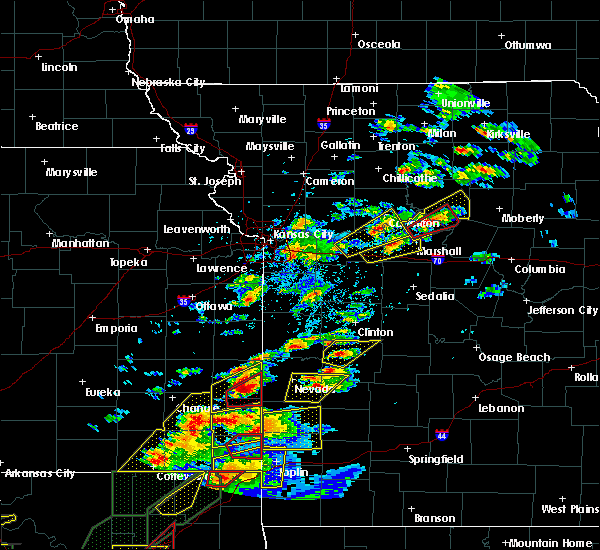 Radar Image for Severe Thunderstorms near Blackburn, MO at 5/22/2019 7:23 PM CDT