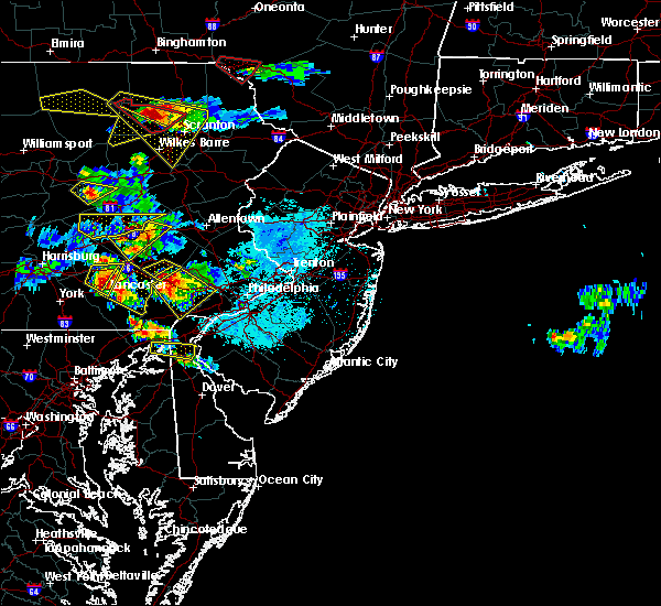 Radar Image for Severe Thunderstorms near Lancaster, PA at 5/28/2019 6:04 PM EDT
