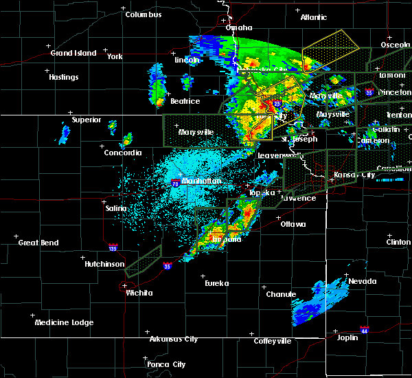 Radar Image for Severe Thunderstorms near Hiawatha, KS at 5/28/2019 10:23 PM CDT