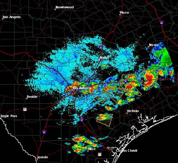 Radar Image for Severe Thunderstorms near Hallettsville, TX at 6/6/2019 5:46 PM CDT