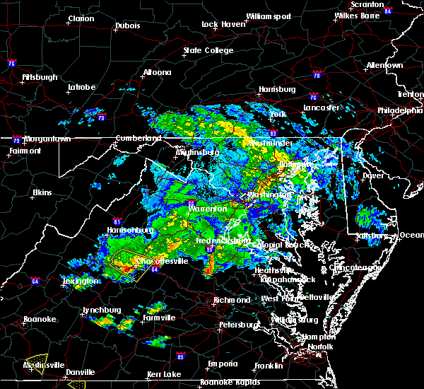 Radar Image for Severe Thunderstorms near University of Virginia, VA at 6/18/2015 12:12 AM EDT
