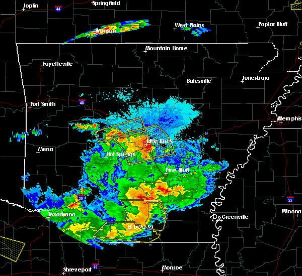 Radar Image for Severe Thunderstorms near Salem, AR at 6/19/2019 9:22 PM CDT