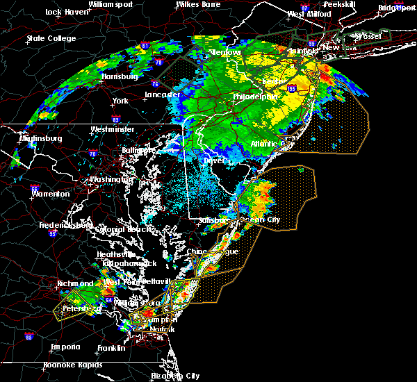 Radar Image for Severe Thunderstorms near Chincoteague, VA at 7/17/2019 9:53 PM EDT