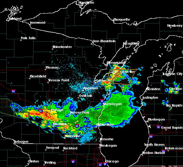 Radar Image for Severe Thunderstorms near Sturgeon Bay, WI at 7/19/2019 4:03 AM CDT