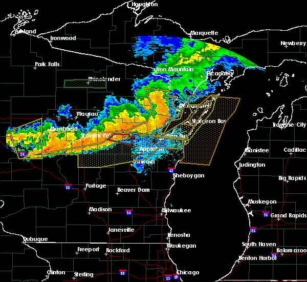 Radar Image for Severe Thunderstorms near Bear Creek, WI at 7/19/2019 9:26 PM CDT