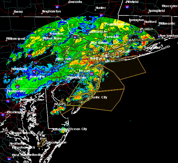 Radar Image for Severe Thunderstorms near Englishtown, NJ at 7/22/2019 6:34 PM EDT
