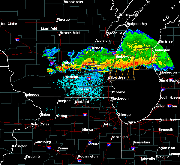 Radar Image for Severe Thunderstorms near Fredonia, WI at 8/7/2019 9:40 PM CDT