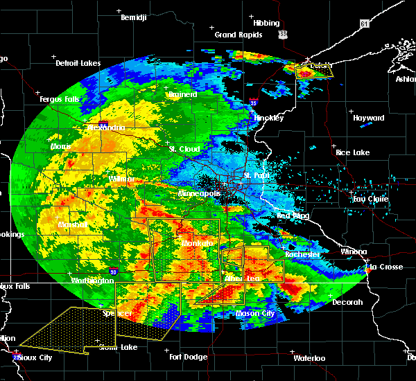 Radar Image for Severe Thunderstorms near West St. Paul, MN at 6/22/2015 6:26 AM CDT