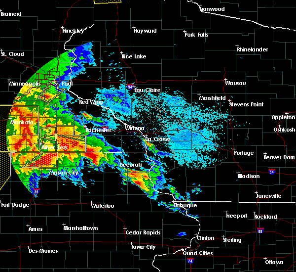 Radar Image for Severe Thunderstorms near Hayfield, MN at 6/22/2015 6:32 AM CDT