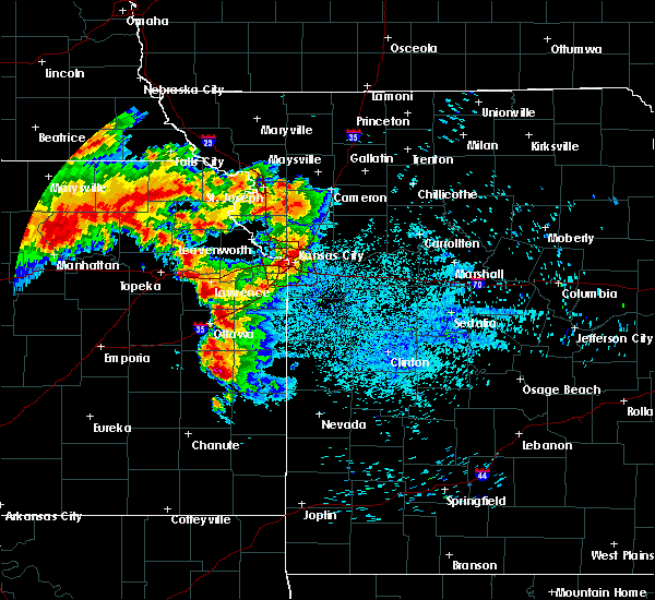 Radar Image for Severe Thunderstorms near Shawnee, KS at 8/17/2019 1:28 AM CDT