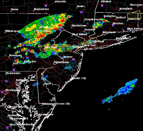 Radar Image for Severe Thunderstorms near Flemington, NJ at 8/18/2019 6:03 PM EDT
