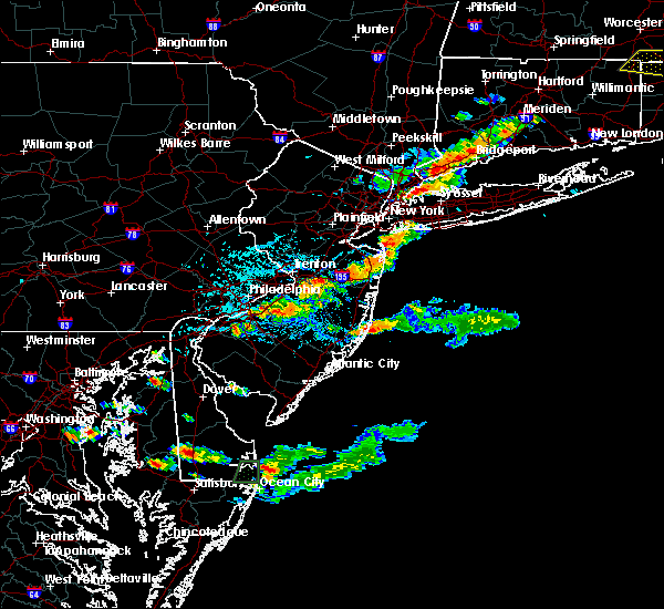 Radar Image for Severe Thunderstorms near Wrightstown, NJ at 8/19/2019 4:33 PM EDT