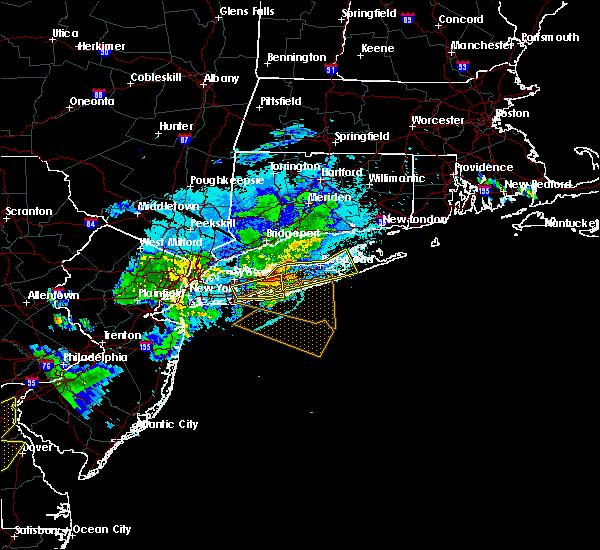 Radar Image for Severe Thunderstorms near Riverside, NY at 8/22/2019 10:01 PM EDT