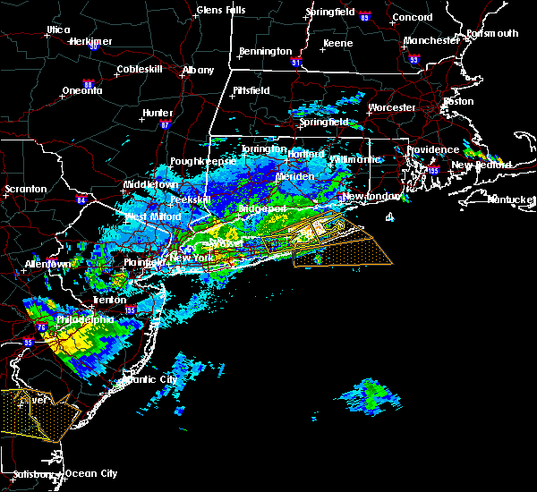 Radar Image for Severe Thunderstorms near Riverside, NY at 8/22/2019 10:57 PM EDT