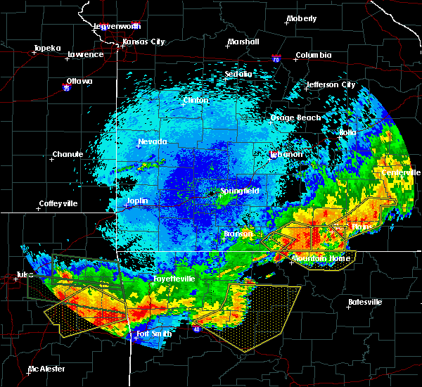 Radar Image for Severe Thunderstorms near Gainesville, MO at 8/27/2019 12:56 AM CDT