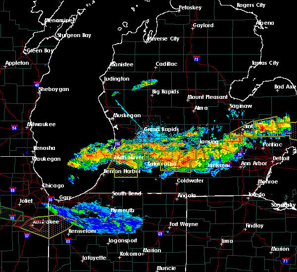 Radar Image for Severe Thunderstorms near Kalamazoo, MI at 6/22/2015 11:28 PM EDT