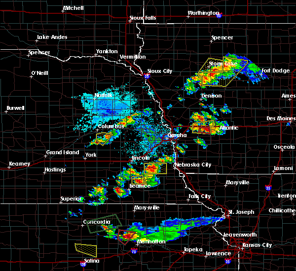 Radar Image for Severe Thunderstorms near Wymore, NE at 9/24/2019 8:02 PM CDT
