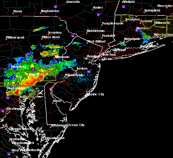Radar Image for Severe Thunderstorms near Eagleview, PA at 6/23/2015 5:25 PM EDT