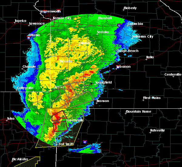 Radar Image for Severe Thunderstorms near Cassville, MO at 10/21/2019 12:21 AM CDT
