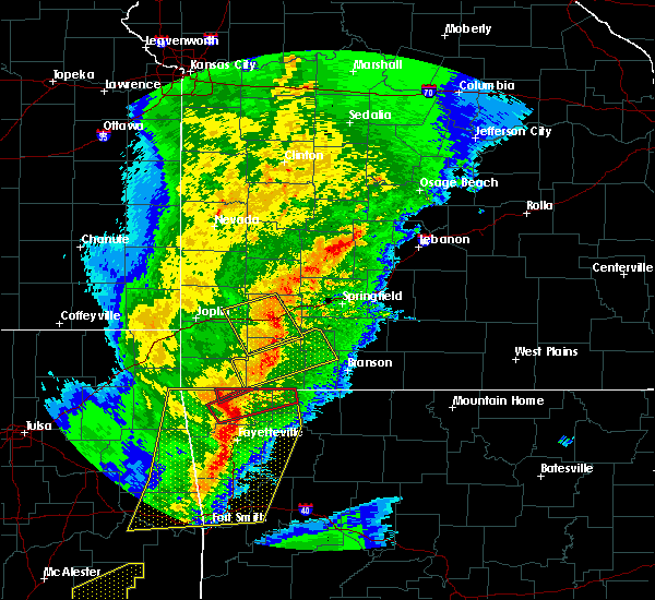 Radar Image for Severe Thunderstorms near Cassville, MO at 10/21/2019 12:43 AM CDT