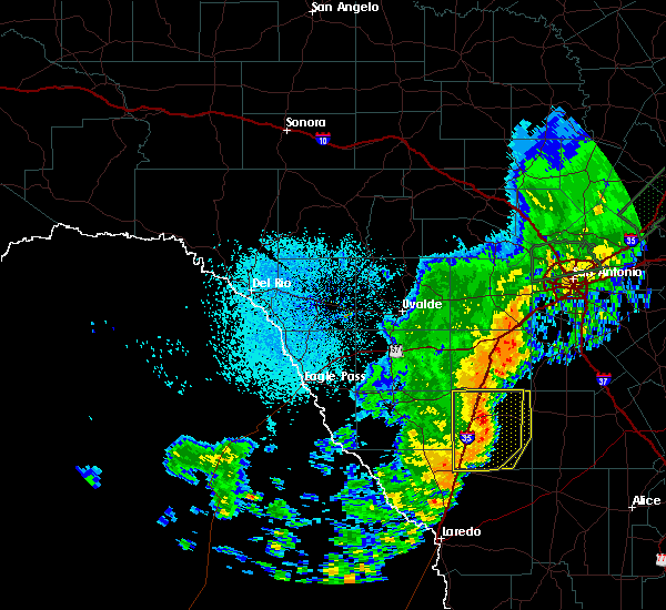Radar Image for Severe Thunderstorms near Fowlerton, TX at 10/24/2019 9:56 PM CDT