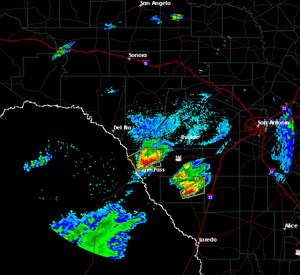 Radar Image for Severe Thunderstorms near Catarina, TX at 3/19/2020 8:28 PM CDT