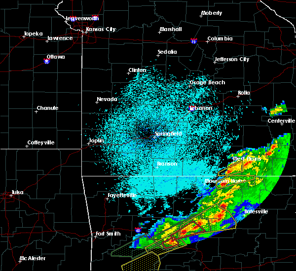 Radar Image for Severe Thunderstorms near Thayer, MO at 3/19/2020 9:28 PM CDT