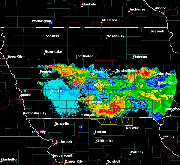 Radar Image for Severe Thunderstorms near Eddyville, IA at 6/24/2015 10:16 PM CDT