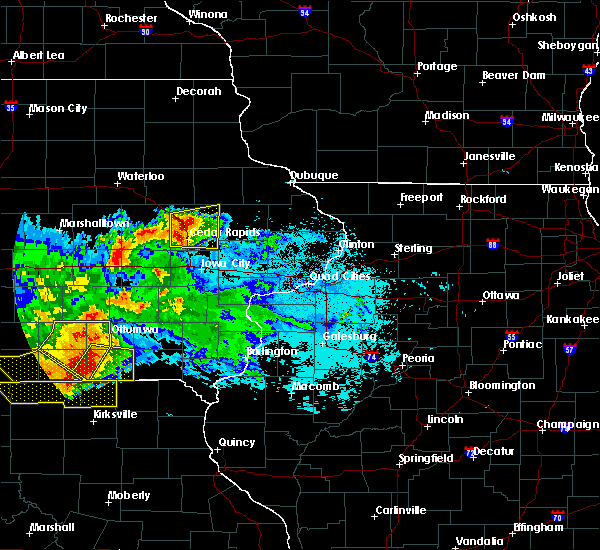 Radar Image for Severe Thunderstorms near Springville, IA at 6/24/2015 10:32 PM CDT