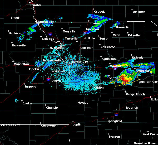 Radar Image for Severe Thunderstorms near Versailles, MO at 3/27/2020 10:05 PM CDT