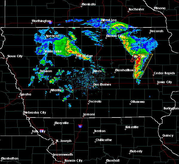Radar Image for Severe Thunderstorms near Dunkerton, IA at 3/28/2020 6:11 PM CDT
