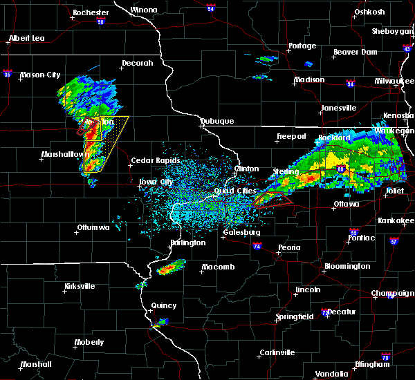Radar Image for Severe Thunderstorms near Vinton, IA at 3/28/2020 6:12 PM CDT