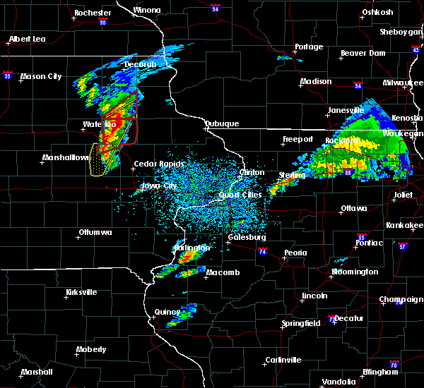 Radar Image for Severe Thunderstorms near Fairbank, IA at 3/28/2020 6:37 PM CDT