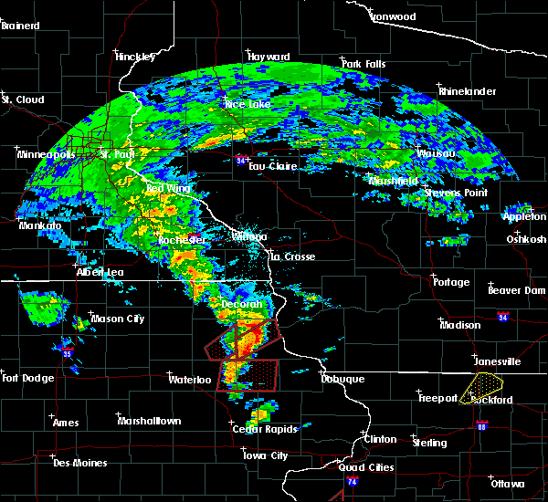 Radar Image for Severe Thunderstorms near McGregor, IA at 3/28/2020 7:22 PM CDT