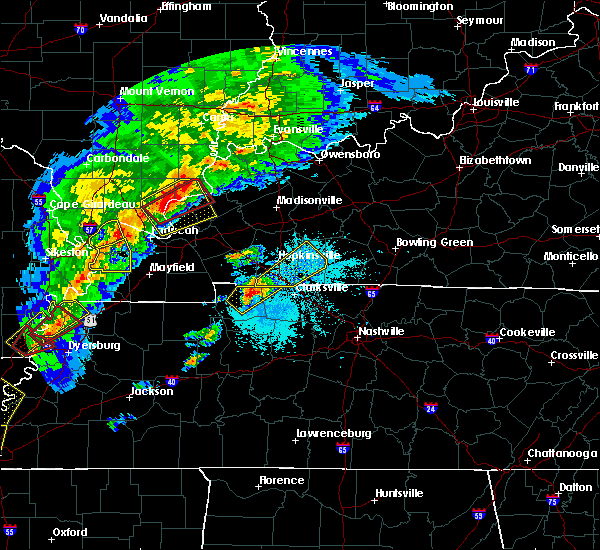 Radar Image for Severe Thunderstorms near Clarksville, TN at 3/28/2020 7:25 PM CDT