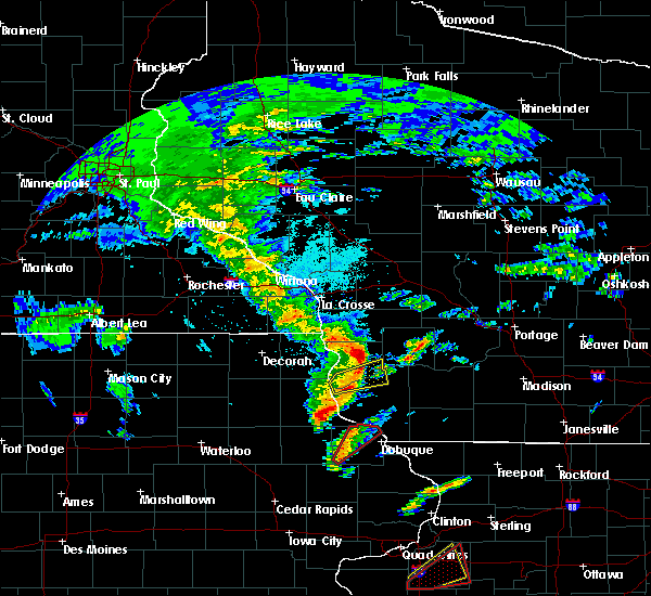 Radar Image for Severe Thunderstorms near Woodman, WI at 3/28/2020 8:06 PM CDT