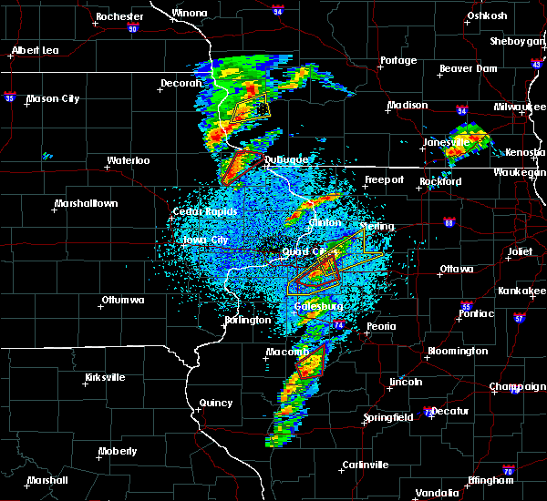 Radar Image for Severe Thunderstorms near Balltown, IA at 3/28/2020 8:12 PM CDT
