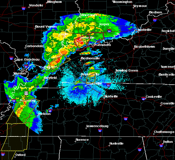 Radar Image for Severe Thunderstorms near Clarksville, TN at 3/28/2020 8:27 PM CDT