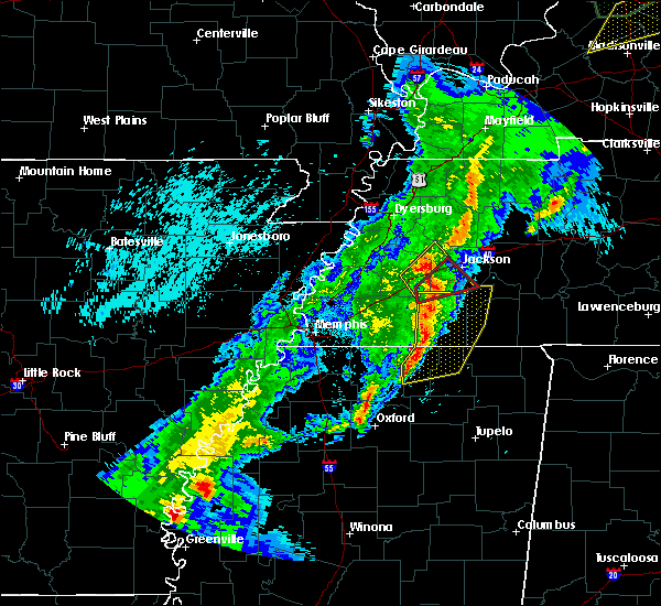 Radar Image for Severe Thunderstorms near Jackson, TN at 3/28/2020 9:04 PM CDT