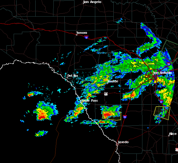 Radar Image for Severe Thunderstorms near Catarina, TX at 4/3/2020 6:14 PM CDT
