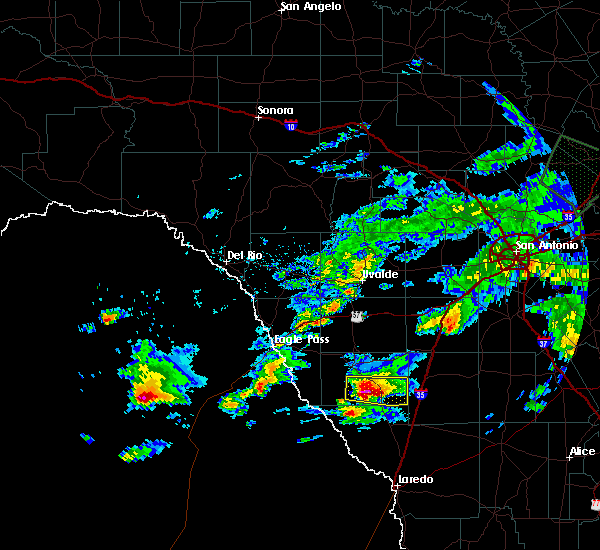 Radar Image for Severe Thunderstorms near Catarina, TX at 4/3/2020 6:26 PM CDT