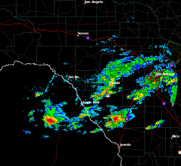 Radar Image for Severe Thunderstorms near Catarina, TX at 4/3/2020 6:43 PM CDT