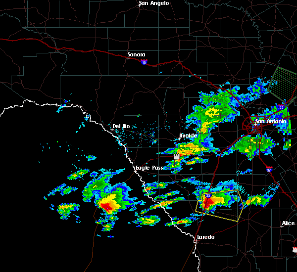 Radar Image for Severe Thunderstorms near Encinal, TX at 4/3/2020 7:24 PM CDT