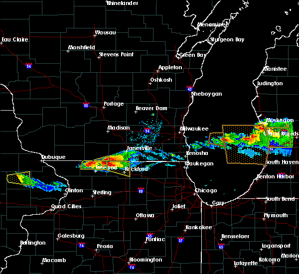 Radar Image for Severe Thunderstorms near Lake Summerset, IL at 4/7/2020 6:39 PM CDT